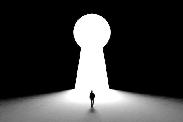 Hombre de negocios en miniatura de pie frente a la pared con fondo de la puerta del agujero de la llave