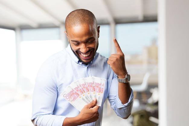 Hombre de negocios negro feliz expresión