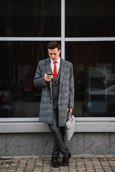 Hombre de negocios de pie