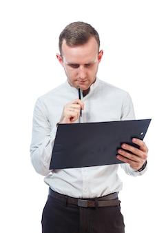 Hombre de negocios, profesor, mentor, estudio y firma de documentos de un nuevo proyecto empresarial. aislado sobre fondo blanco