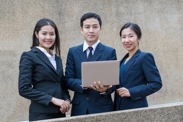Hombre de negocios y secretaria