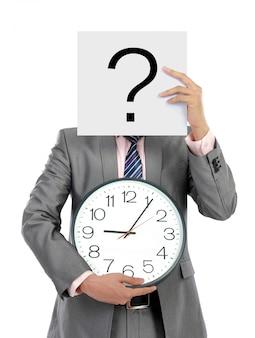 Hombre de negocios con tablero con signo de interrogación y reloj