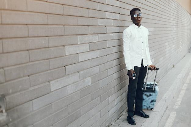 Hombre negro elegante
