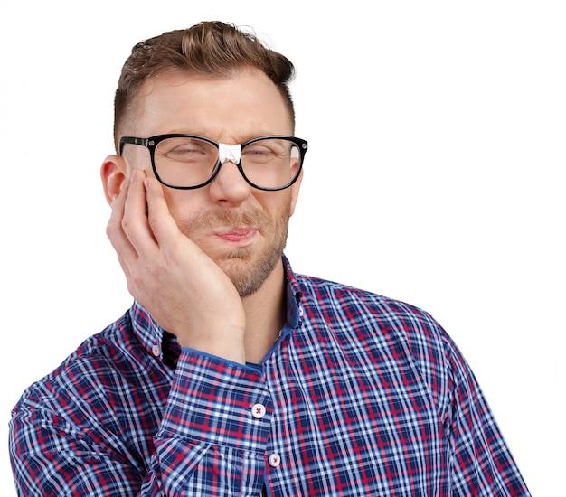 Hombre nerd con gafas
