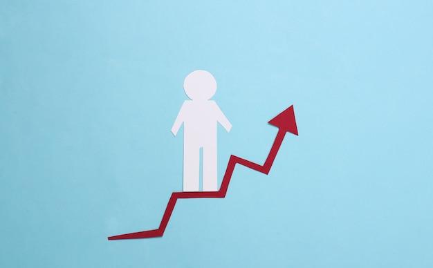 Hombre de papel en la flecha de crecimiento. azul. símbolo de éxito económico y social, escalera al progreso. escala de la carrera.