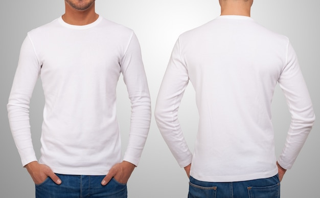 Hombre que llevaba una camiseta blanca con mangas largas.