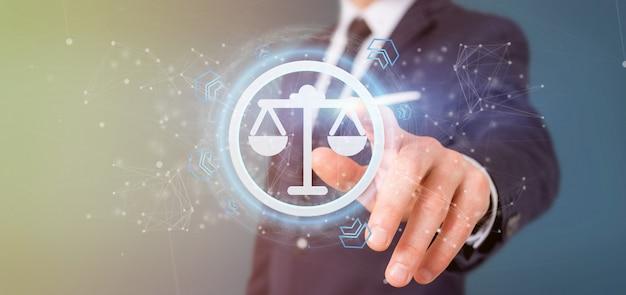 Hombre que tiene un icono de la justicia tecnológica en la representación 3d de círculo