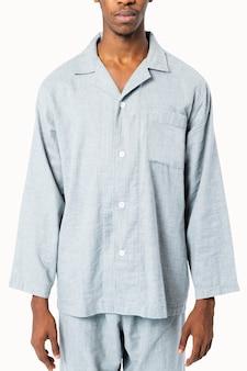 Hombre en ropa de dormir pijama azul