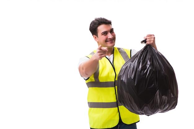 Hombre con saco de basura aislado