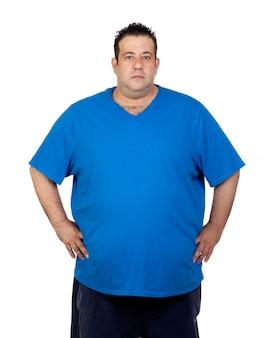 Hombre serio gordo aislado sobre fondo blanco
