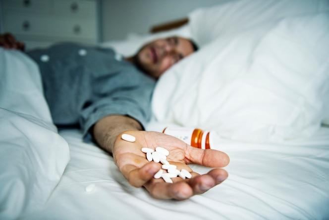 Hombre sobredosificado con medicamento