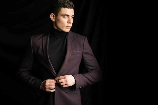 Hombre en un traje