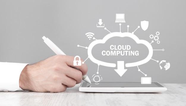 Hombre, utilizar, tableta, computadora