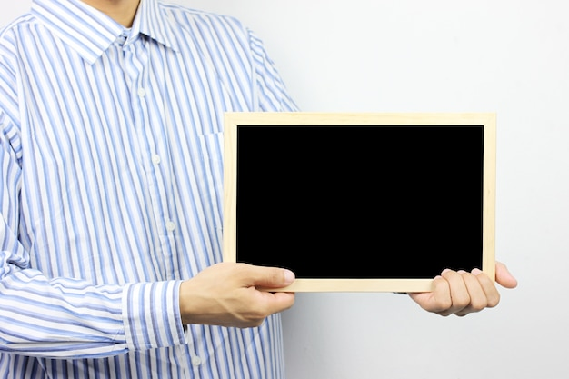 Los hombres de negocios están sosteniendo un marco de fotos en blanco.