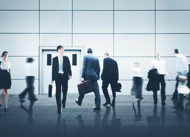Hombres de negocios de la vida de la ciudad hustle prisa concepto de ocupación