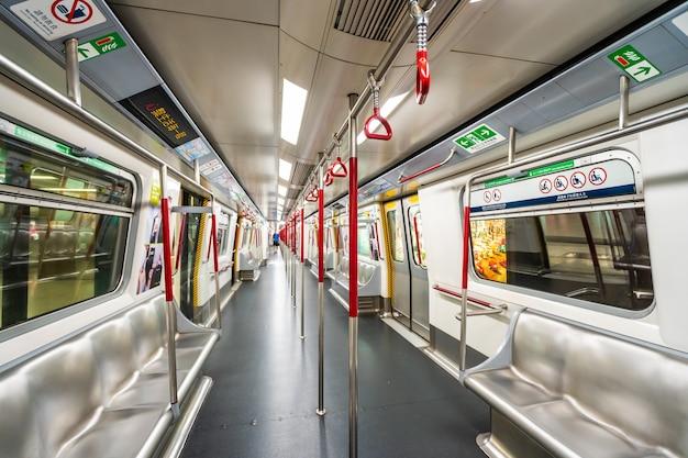 Hong kong, china - 14 de septiembre de 2018: la estación de metro de mtr es la de la ciudad de hong kong