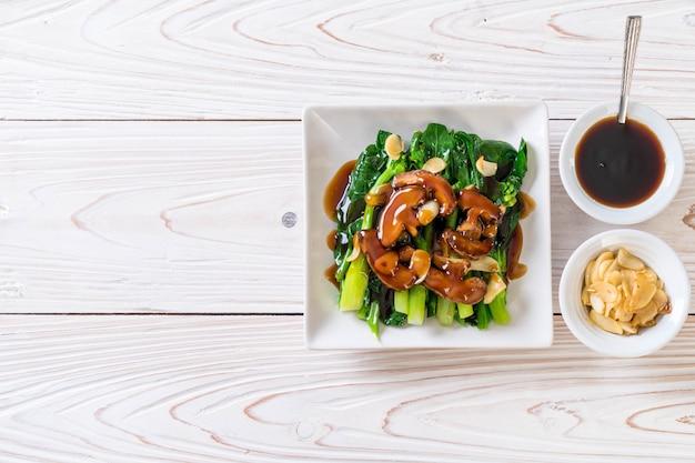 Hong kong kale salteado en salsa de ostras