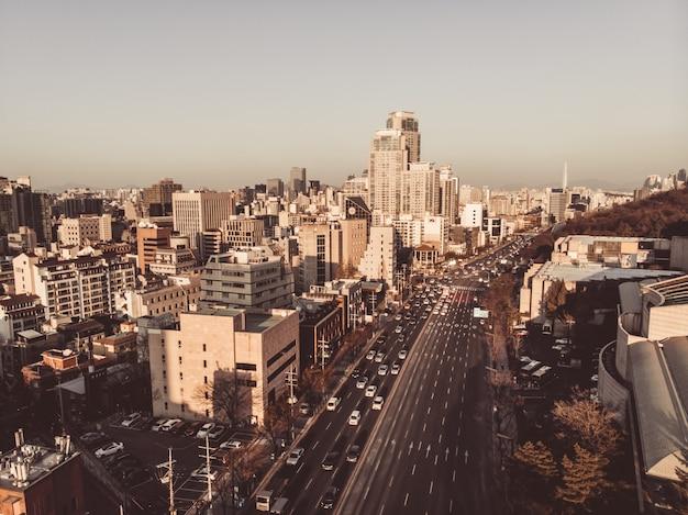 Hora del atardecer en seúl. vista naranja y marrón en la ciudad