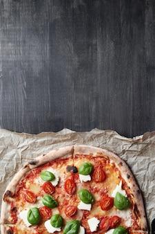 ¡hora de pizza! sabrosa pizza tradicional casera, receta italiana