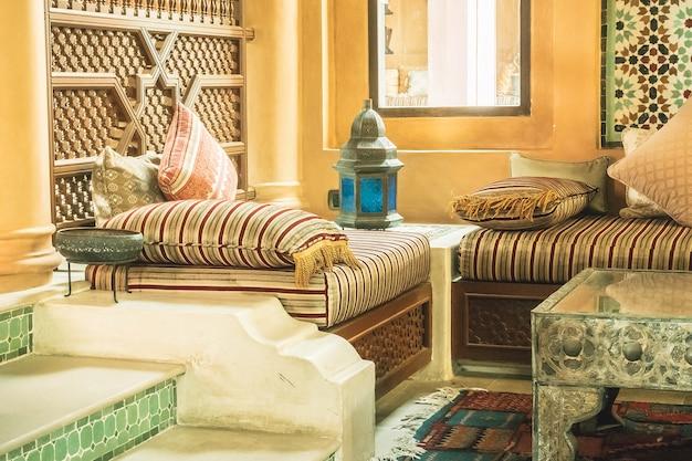 Horizontal mesa alfombra islámico orientar