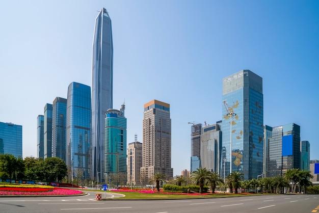El horizonte de la carretera urbana y el paisaje arquitectónico en shenzhen