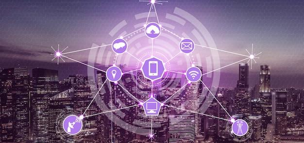 Horizonte de la ciudad inteligente con iconos de red de comunicación inalámbrica. concepto de iot internet de las cosas.