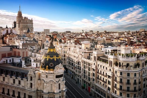 Horizonte de la ciudad de madrid por día
