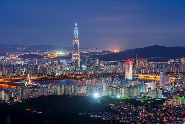 Horizonte de la ciudad de seúl en la noche