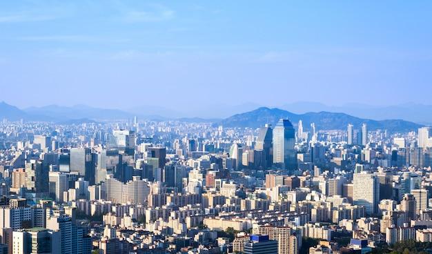 Horizonte de la ciudad de seúl y rascacielos en el centro de seúl, corea del sur.
