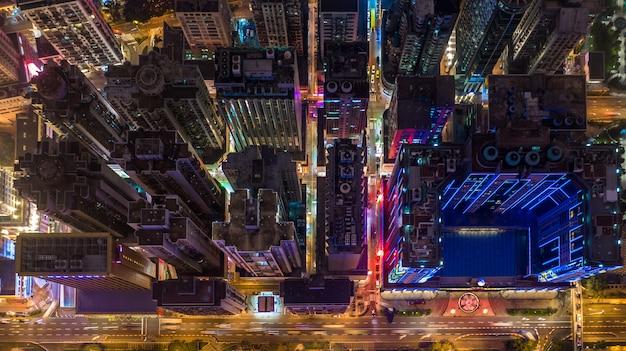 Horizonte del paisaje urbano de macao en la noche, vista aérea de macao de los edificios de la ciudad y torre en la noche.