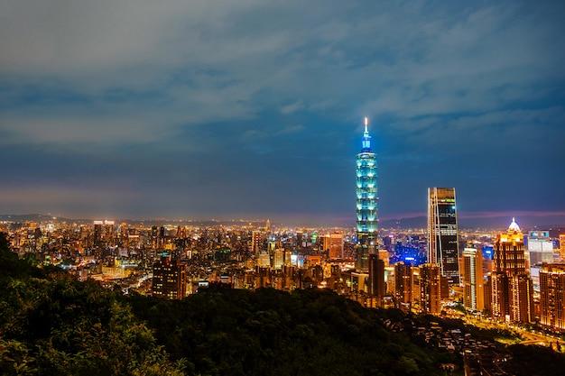 Horizonte del paisaje urbano de taipei taipei 101 edificio de la ciudad financiera de taipei, taiwán