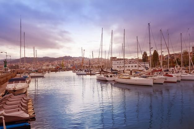 Horizonte y puerto de vigo en galicia españa