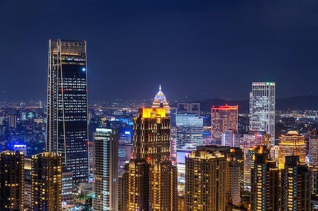 Horizonte de taiwán, hermoso paisaje urbano al atardecer en taipei.