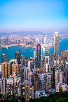 Horizonte urbano y paisaje nocturno de paisaje arquitectónico en hong kong
