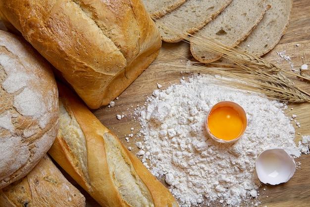 Hornear pan, productos de harina. harina, huevo y espigas.
