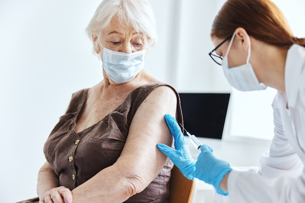 Hospital paciente vacuna pasaporte salud