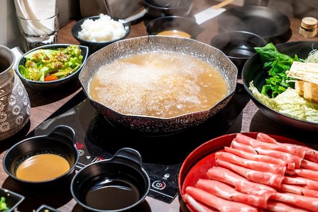 Hot pot para shabu shabu japonés y sukiyaki