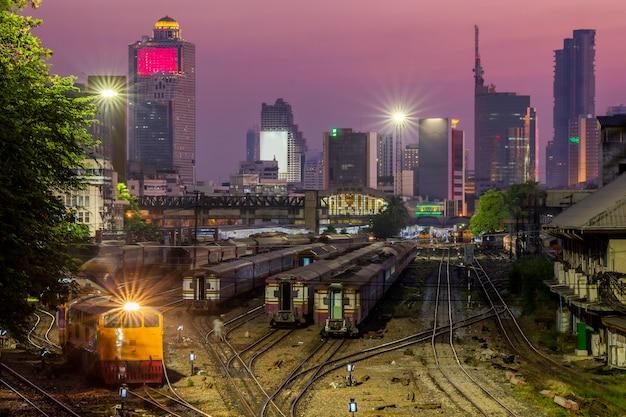 Hua lamphong railway station en el centro de bangkok, tailandia.