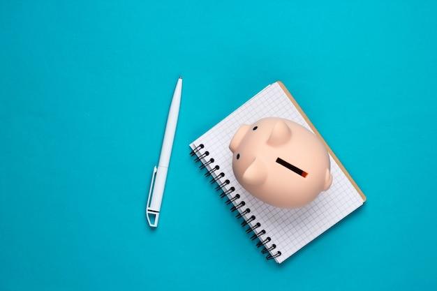 Hucha y cuaderno en azul
