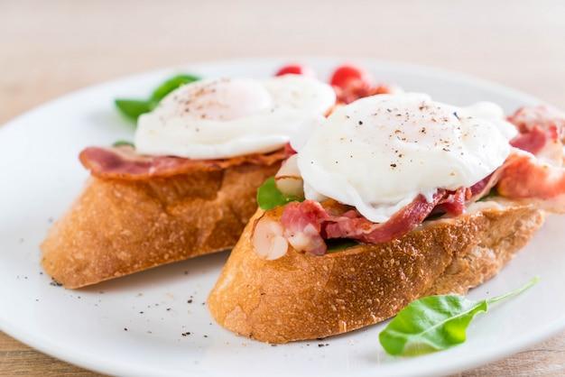 Huevo benedict en plato