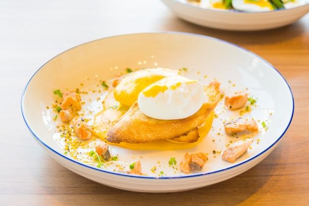 Huevo benedict con salmón