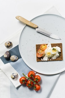 Huevo de codorniz tostada.