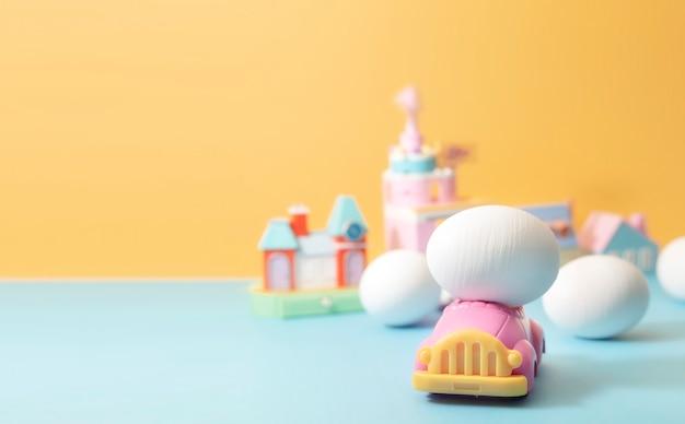 Huevo de pascua en coche de juguete. tonos de color vintage para el concepto de pascua