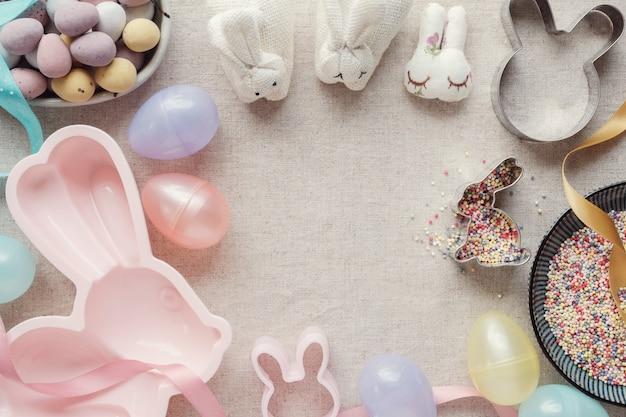 Huevo de pascua y conejito para el fondo de los niños
