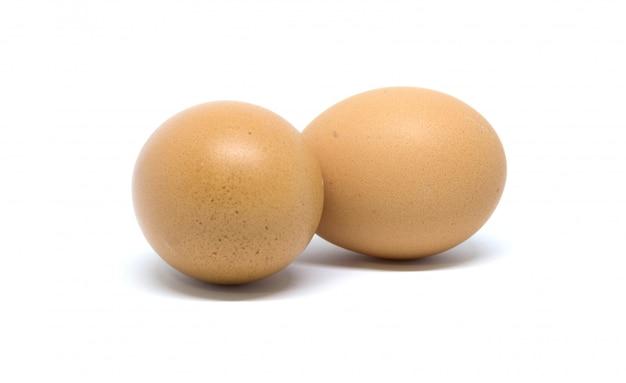 Los huevos aislaron el tiro del estudio. en blanco
