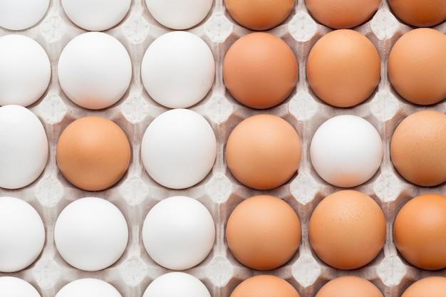 Huevos alineados en encofrado