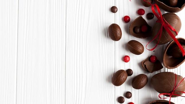 Huevos y dulces de chocolate