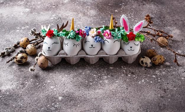 Huevos de pascua en forma de conejito, gato y venado.