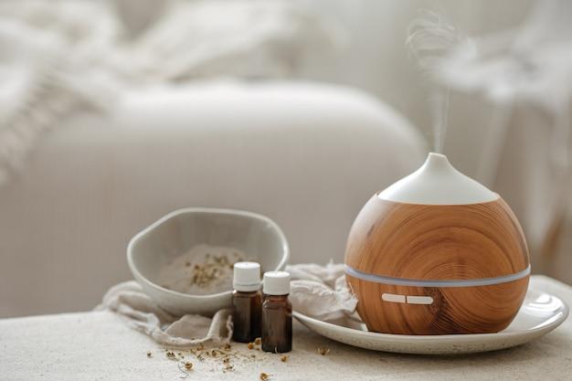 Humidificador difusor de aroma de aceite esencial que difunde artículos de agua en el aire.