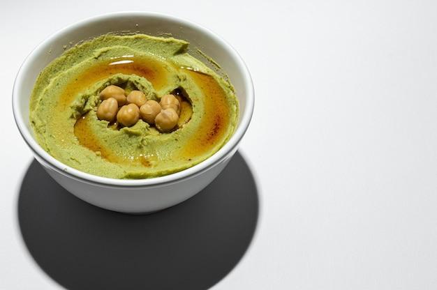 Hummus casero de aguacate y garbanzos